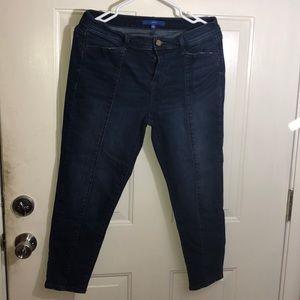 Women's size 12 Capris APT9
